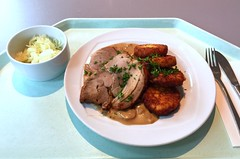 Turkey roast with mushroom cream sauce & roestis / Putenrollbraten mit Pilzrahmsauce & Rstis (JaBB) Tags: putenbraten turkeyroast pilzrahmsauce mushroomcreamsauce rstis roestis hashbrowns krautsalat coleslaw food lunch essen nahrung nahrungsmittel mittagessen kantine betriebsrestaurant