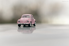 I have a dream... (oskaybatur) Tags: dream pink pinkbeetle toy dof bokeh white trkiye turkey turkei pentaxk10d pentaxart justpentax reflection erkezky oskaybatur 2016 volkswagen volkswagenbeetle pentax50mmf18
