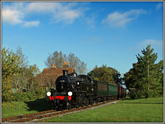 41298, Ashey (Jason 87030) Tags: br lms tank ivatt iow island steam kettle 41298 ashey preserved preservation sunny cloud sky weather october 2016 station ts lineside railway locomotive