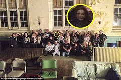 رویت شبح مرموز در این عکس باعث حیرت و جنجال در انگلیس شد! (وبگردی) Tags: ارواح انگلیس جن شبح لیورپول