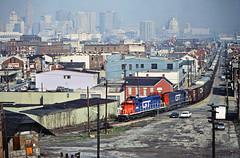 GT, Newport, Kentucky, 1984 (railphotoart) Tags: sb dti ln co wgtw saratoga ave stillimage newport kentucky unitedstates