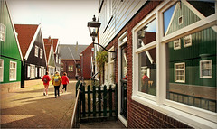 Le village de Marken, Waterland, Nederland (claude lina) Tags: claudelina nederland netherlands paysbas hollande marken village maisons houses waterland
