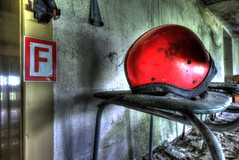 Casque rouge ! (urban requiem) Tags: helmet casque rot red rouge urbex urban exploration abandonn abandoned verlaten verlassen lost old decay derelict hdr 600d 816 sigma deutschland allemagne germany haus saatgutes hausdersaatgutes