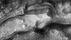 ESP_012690_2055 (UAHiRISE) Tags: mars nasa jpl mro universityofarizona ua uofa landscape geology science
