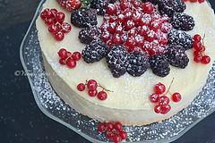 White truffle cake (Yummilicious Cakes & Desserts) Tags: truffle cake dessert delicious fruit berries red white black yummiliciouscakesanddesserts
