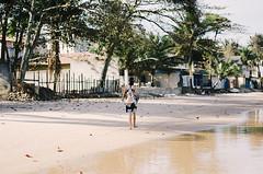 (Camilla Soares) Tags: cidade brazil portrait woman house praia beach nature brasil walking 50mm town seaside nikon retrato candid natureza mulher neighborhood barefeet casas litoral bairro andando espiritosanto 50mmf18 vilhavelha pontadafruta nikond7000 tumblrphotographer photographersontumblr desalça