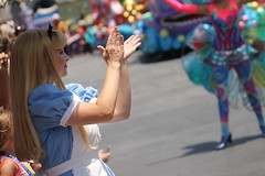 Alice (MediumHero6) Tags: face orlando mine florida alice character parks disney parade wdw waltdisneyworld mk magickingdom aliceinwonderland mainstreetusa fof disneyparks facecharacter festivaloffantasy