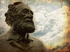 Monsieur Jules Verne (Franco DAlbao) Tags: sculpture texture textura bronze lumix escultura writer vigo julesverne bronce escritor rande visionario adelantado dalbao francodalbao josmolares