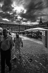 Plaza Mayor Madrid (Adisla) Tags: madrid sony bn mf 20mm manual om humano f28 a7 soligor ilce7