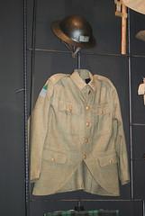 WWI British jacket and helmet (quinet) Tags: uniform belgium belgique coat wwi helmet worldwari helm flanders mantel belgien casque flandern flandre thegreatwar