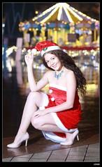 nEO_IMG_DP1U6770 (c0466art) Tags: christmas city light portrait reflection girl rain night canon garden photo big amazing colorful pretty view julia outdoor gorgeous event lamps charming russian celebrate decroration 1dx banchao c0466art
