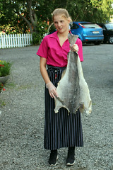 Waitress with Bacalao (1) (Phil Masters) Tags: july2016 23rdjuly norway norwayholiday bjartmarsfavorittkrorestaurant bjartmarsfavorittkro restaurant waitress bacalao klippfisk bacalhau saltcod driedsaltcod