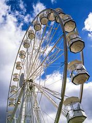 Cardiff Bay Wheel (--Kei--) Tags: mamiya mamiyasekor film 120film mediumformat analogue 645 645af 645afd 6x45 55mm f28 55mmf28 mamiya55mmf28 mamiyasekor55mmf28 cardiff cardiffbay caerdydd cymru wales southwales agfa agfacolor optima optima200 expired