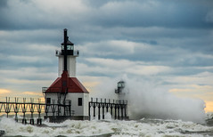 St Joseph lighthouse (Kevin Povenz Thanks for the 2,800,000 views) Tags: 2016 november westmichigan michigan berriencounty stjoseph stormyweather weather storm stormy wind waves lighthouse canon7dmarkii outside outdoors lakemichigan water lake catwalk red blue