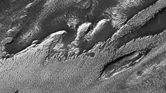 ESP_022486_1820 (UAHiRISE) Tags: mars nasa jpl mro universityofarizona landscape science geology