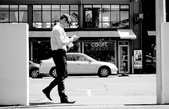 Smart phone 2 step (nzcarl) Tags: street blackandwhite cityscape sony citylife ndfilter sonyzeiss sonyrx100