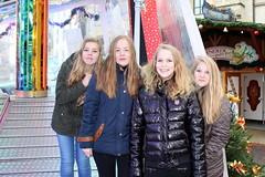 Weihnachtsmarkt Bremen (Davydutchy) Tags: xmas girls girl germany weihnachten deutschland december market weihnachtsmarkt teen teenager bremen jul noël markt allemagne mädchen hb petites filles kerstmis kerst tiener 2015 navidadchristmas