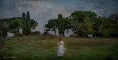 30 novembre 2014. Roma, parco della Caffarella... come in una pittura dell'Ottocento... (adrianaaprati) Tags: ritratto portrait bellezza beaut beauty tenderness douceur romantic fanciulla girl fille prato texture parco alberi caffarella appiaantica roma italy picture peintre painting tableau