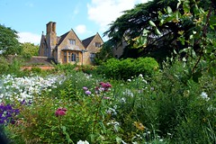 Hidcote House and Gardens (Heaven`s Gate (John)) Tags: hidcote house gardens nationaltrust england building stone trees botanical plants shrubs sunshine johndalkin heavensgatejohn landscape