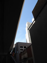 Looking up (c_nilsen) Tags: sanfrancisco california digital digitalphoto sanfranciscomuseumofmodernart museum art