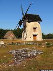 20150701_01 Windmill & sheep house thingy | Fårö, Gotland, Sweden (ratexla) Tags: ratexla'sgotlandtrip2015 gotland 1jul2015 2015 canonpowershotsx50hs fårö sweden sverige scandinavia scandinavian europe beautiful earth tellus photophotospicturepicturesimageimagesfotofotonbildbilder europaeuropean summer travel travelling traveling norden nordiccountries roadtrip journey vacation holiday semester resaresor landscape nature scenery scenic ontheroad sommar old windmill windmills väderkvarn väderkvarnar earthporn photosbyjosefinestenudd ratexla unlimitedphotos almostanything favorite grass dry meadow limestone rock houseporn