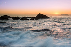 (DSC_5508) (nans0410(busy)) Tags: taiwan yilan waiao wave sun sunrise dawn rock scenery outdoors turtleisland northeastcoast toucheng