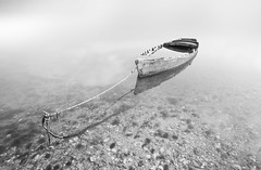 Lonely boat (Ch3micals) Tags: long exposure black white boat minimalismo