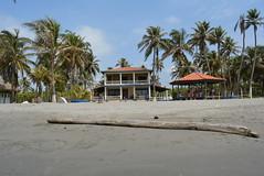 San Bernardo del Viento - House (Stephaninie_) Tags: sunset sea summer beach del atardecer mar sand san playa viento arena amanecer aurora bernardo palmera isla orilla marea brisa