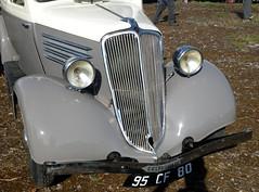 Renault Celtaquatre bicolore - Détail (gueguette80 ... Définitivement non voyant) Tags: old cars renault autos aout twotone somme anciennes 2015 bicolore françaises celtaquatre epenancourt