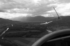 Soon be free (yom1) Tags: light sky blackandwhite bw cloud france mountains monochrome clouds montagne grenoble plane canon eos rebel fly blackwhite montana europe skies noiretblanc cloudy aviation air flight free aerial nb ciel vol 1855 gliding glider nuage nuages efs libre avion montagnes xsi gre noirblanc glide isere ailes planeur planer arien rhonealpes cieux isre voler leversoud eos450d grsivaudan 450d efs1855is versoud 1855is ef1855is rebelxsi eos450 eos45od yom1