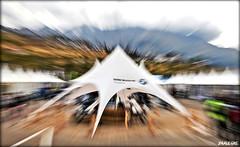 El recinto de los BMW Motorrad Days Formigal 2015 con la avenida que forman las carpas y los Pirineos como escenario