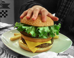 "An ""Insanity Burger"" for a crazy boy (nessuno64) Tags: hamburger claudio compleanno americangraffiti 16anni paololivornosfriends insanityburger"