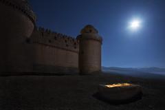 MEDIEVAL MIDNIGHT STORIES (Der_Golem_) Tags: flash 2016 solitario cielo linterna lacalahorra granada nocturna largaexposicion sierranevada patrimonio castillo luna lightpainting renacentista