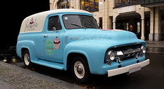 Just a bite (Jac Hardyy) Tags: auto old berlin eye classic cars ford car truck antique turquoise cyan just cupcake f bakery bite delivery oldtimer 100 autos catcher eyecatcher lieferwagen torte gendarmenmarkt trkis trtchen blickfang