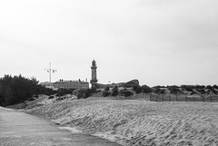 Warnemünde (Thomas Remme) Tags: lighthouse film analog warnemünde balticsea ishootfilm ostsee revue400se kodaktmax400 rostock leuchtturm filmisnotdead bwfp frontiersp3000 meinfilmlab wwwmeinfilmlabde thomasremme photographie