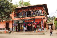 """Restaurante y artesanías en Ráquira • <a style=""""font-size:0.8em;"""" href=""""http://www.flickr.com/photos/78328875@N05/23143705473/"""" target=""""_blank"""">View on Flickr</a>"""