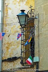 BELMONTE (Jos Mara Gil Puchol) Tags: aragn bandera belmonte drapeau espagne espaa farola josmaragilpuchol lampadaire matarraa teruel