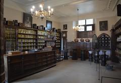 Bruges: Sint-Janshospitaal (pharmacy) (zug55) Tags: bruges brugge brgge flanders flandres flandern belgium belgique belgi belgien vlaanderen westflanders westvlaanderen unescoworldheritagesite worldheritagesite unesco welterbe werelderfgoed sintjanshospitaal saintjohnshospital oldstjohnshospital memlingmuseum hansmemlingmuseum pharmacy dispensary apothecary apothecarys shop
