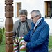 Hőnig Mária Mágocs polgármestere és dr. Hargitai János, a Kereszténydemokrata Néppárt ügyvezető alelnöke megkoszorúzza a mágocsi '56-os emlékműt