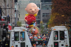 IMG_2351 (neatnessdotcom) Tags: tamron 18270mm f3563 di ii vc pzd canon eos rebel t2i 550d macys thanksgiving day parade