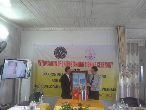 """VIỆN ĐÓN  Đoàn công tác của Giám đốc Đại học Nakhon Phanom đến thăm và ký văn bản hợp tác • <a style=""""font-size:0.8em;"""" href=""""http://www.flickr.com/photos/145755462@N06/30857036521/"""" target=""""_blank"""">View on Flickr</a>"""