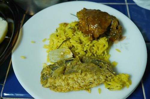 Charmaineのご飯、魚のカレー、鶏の煮込み