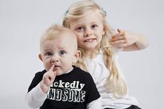 IMG_3653 (Anders Österberg) Tags: barn syskon syskonkärlek siblings siblingslove bror syster sister brother studio familjefotograf