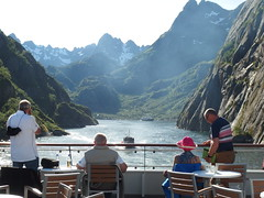 Leaving Trollfjord on the MS Spitsbergen, as the MS Lofoten Turns to Follow (1) (Phil Masters) Tags: 21stjuly july2016 norwayholiday norway raftsund raftsundet thetrollfjord trollfjorden trollfjord shipsandboats msspitsbergen hurtigruten tourists mslofoten