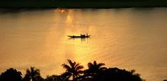 Goldene Stunde (heikebeudert) Tags: sunset river gold asia vietnam