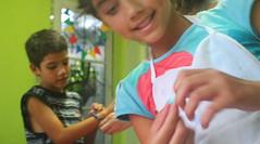 IMG_7138 (Vitor Nascimento DSP) Tags: party brazil brasil kids cores children diy kid arte handmade colorfull sopaulo artesanato artesanal oficina sp workshop criana festa crianas reciclagem pulseiras pulseira almofada 011 brincando infncia brincadeira criao colorido desenhando pintando educao criatividade almofadas festainfantil reutilizao crianasbrincando faavocmesmo festaemcasa arteca