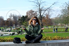 Mditation aux Jardins des Tuileries. (Martina Brigliadoro) Tags: paris france beauty smile sunshine yoga happy photography peace meditation francia parigi jardindestuileries mditation meditazione