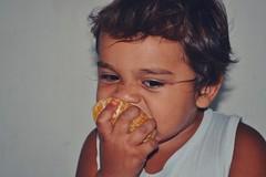 (hjmaia) Tags: frutas kids delicia