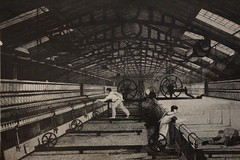 Cotton Mill in operation (Carol Spurway) Tags: museum manchester 19thcentury cotton oldham mills mosi cottonmill museumofscienceandindustry looms museumofscienceindustry cottonopolis textilemachines plattbrotherscoltd textilesgallery greatwesternwarehouse