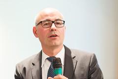 ZEW-Präsident Achim Wambach moderierte die Podiumsdiskussion. (ZEW Mannheim) Tags: zewpräsident zew president wambach moderation moderator podiumsdiskussion panel discussion